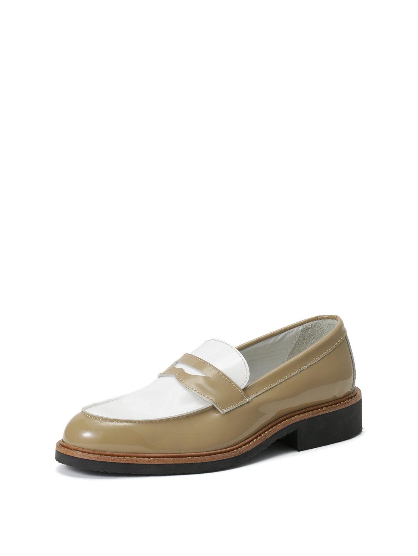 【63%OFF】エナメルレザー ペニーローファー ホワイトxベージュ 35 ファッション > 靴~~レディースシューズ